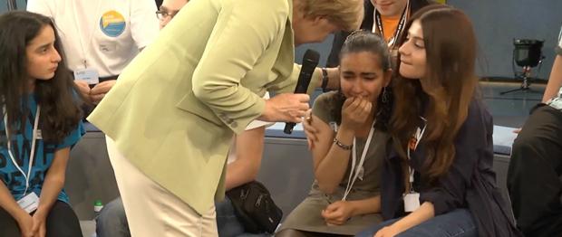 Angela Merkel palesztin lány